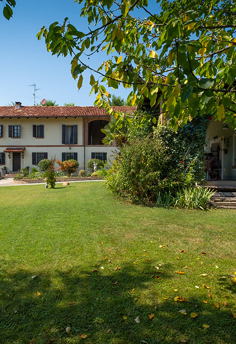 Beautiful Monferrato farmhouse for sale