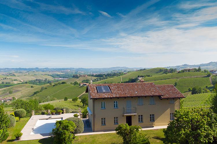Stunning luxury home in Barolo town