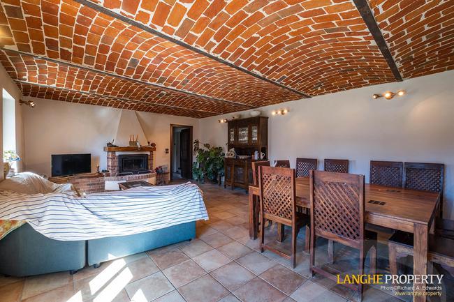 Asti farmhouse with guest apartment-8