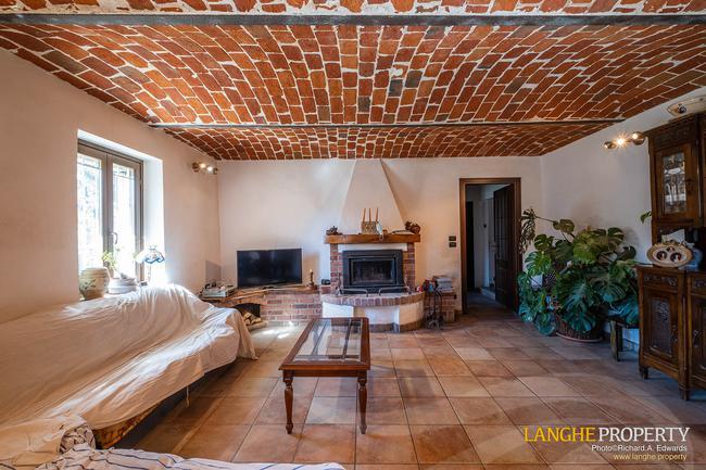 Asti farmhouse with guest apartment-9