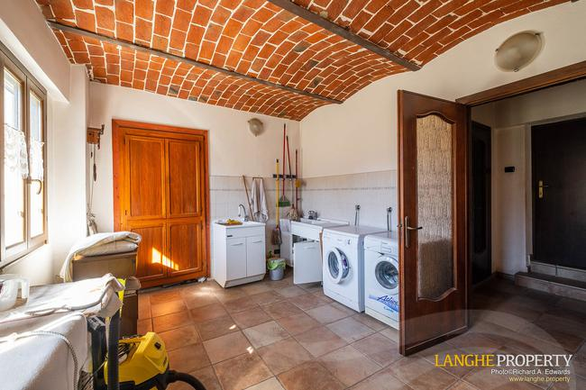 Asti farmhouse with guest apartment-11