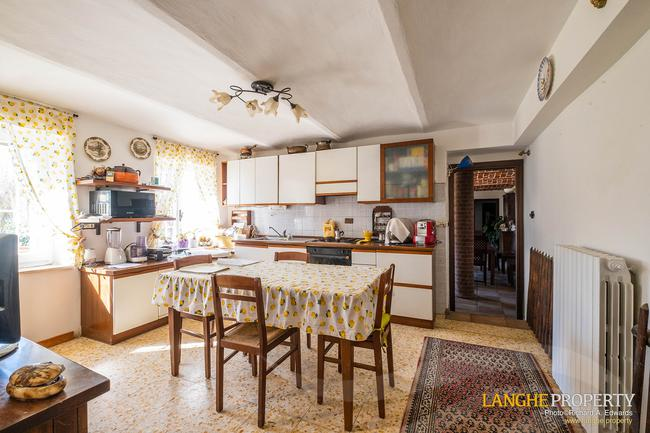 Asti farmhouse with guest apartment-15