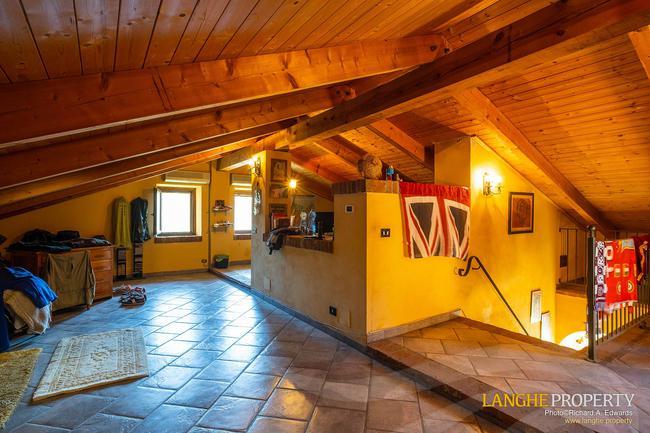 Asti farmhouse with guest apartment-43