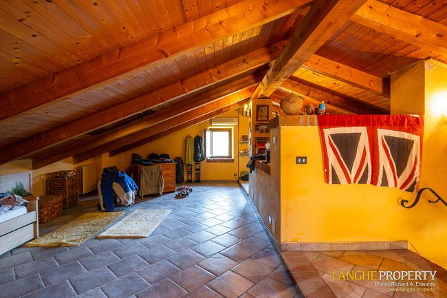 Asti farmhouse with guest apartment-44