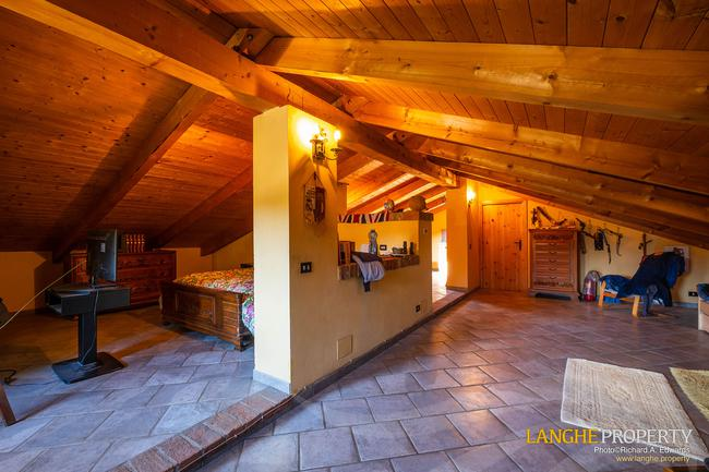 Asti farmhouse with guest apartment-46