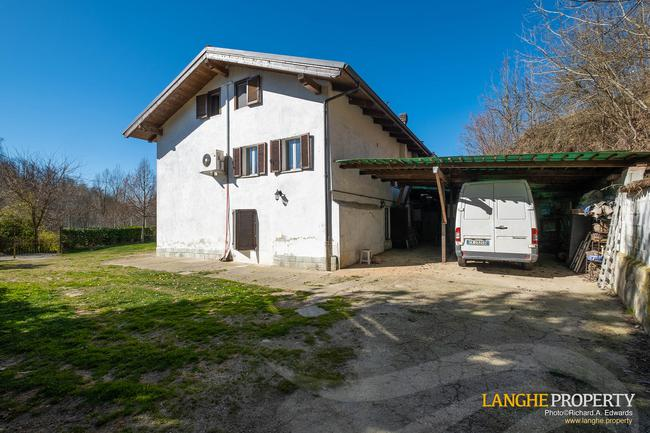 Asti farmhouse with guest apartment-49