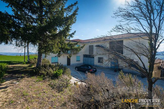 Langhe farmhouse in stunning location-2