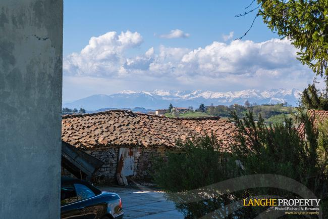 Langhe farmhouse in stunning location-22