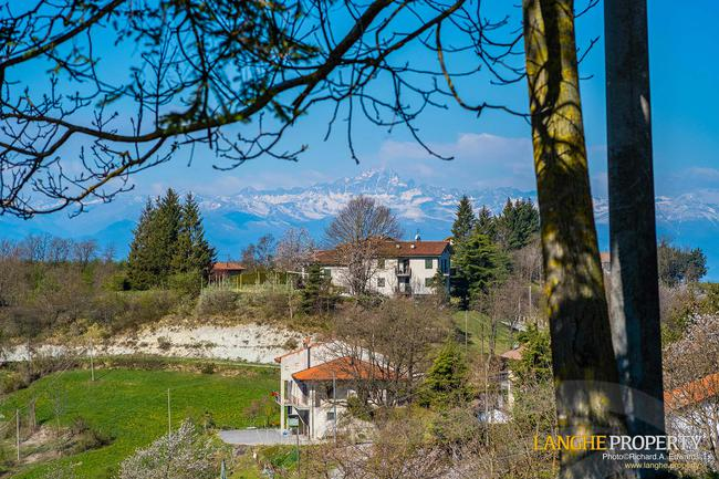 Langhe farmhouse in stunning location-23