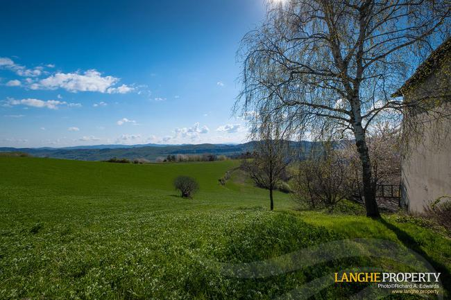 Langhe farmhouse in stunning location-24