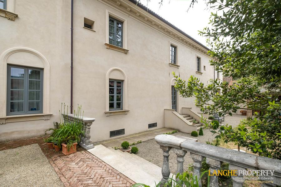 Restored luxury villa for sale 5 mins from Acqui Terme