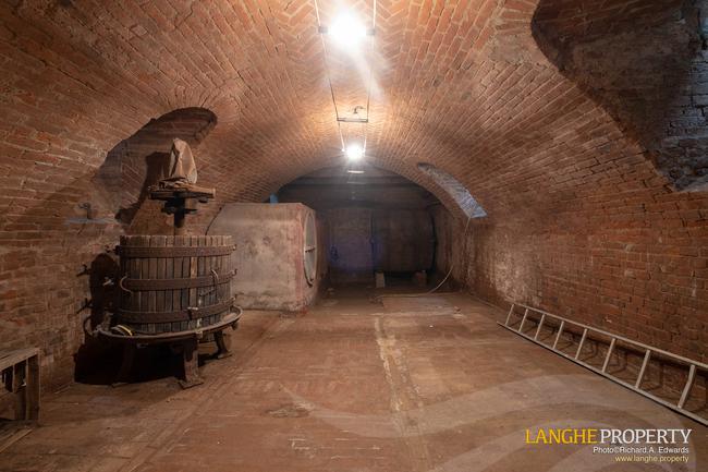 Monferrato villa in beautiful location-32