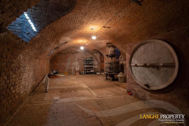 Monferrato villa in beautiful location-34