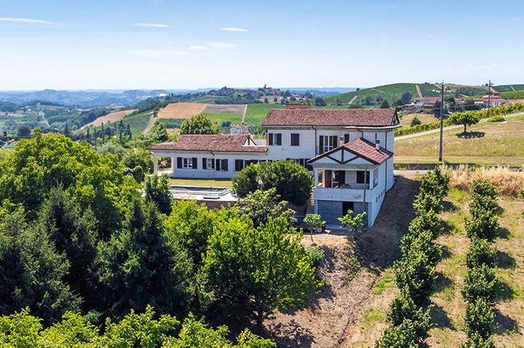 Monferrato villa in beautiful location