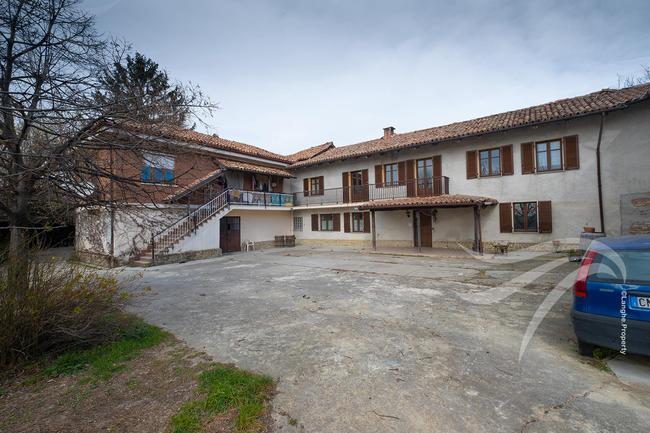 Farmhouse in need of renovation-2