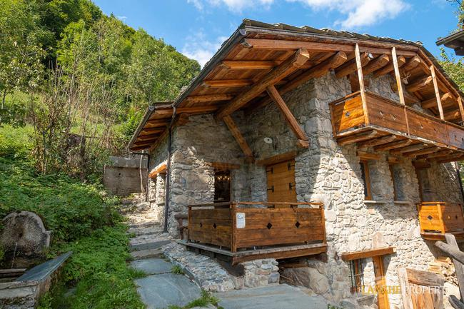 Ski house in beautiful location-1