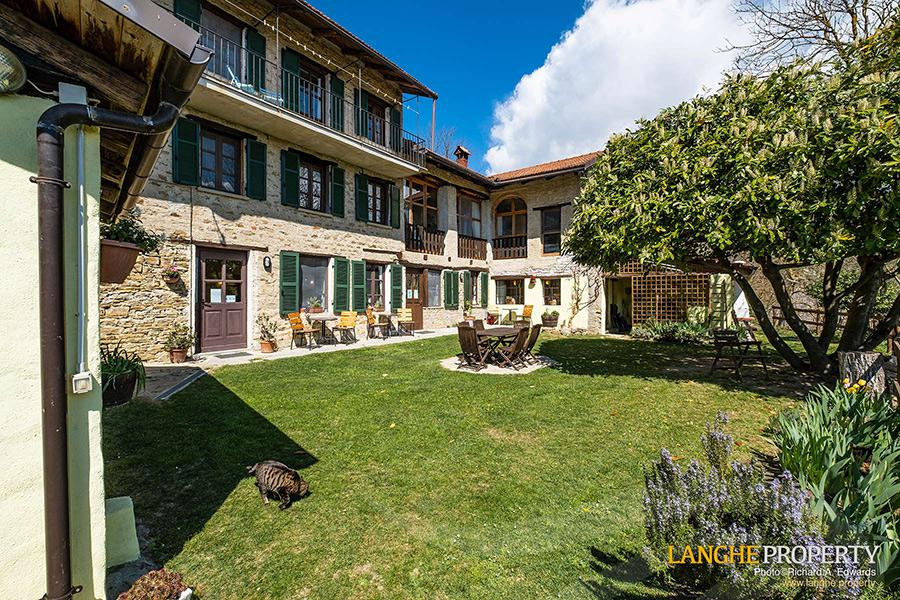 Langhe B&B for sale in beautiful location close to Alba and the Barolo wine areas of Piedmont (Piemonte), Italy