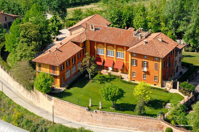 Luxury villa in beautiful position-0