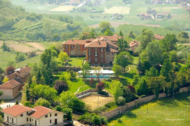 Luxury villa in beautiful position-1