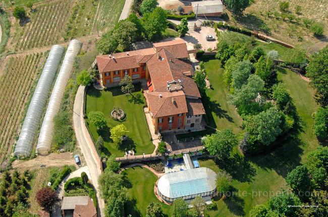 Luxury villa in beautiful position-2