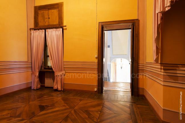 Luxury villa in beautiful position-13