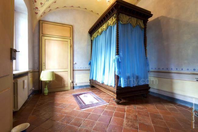 Luxury villa in beautiful position-14