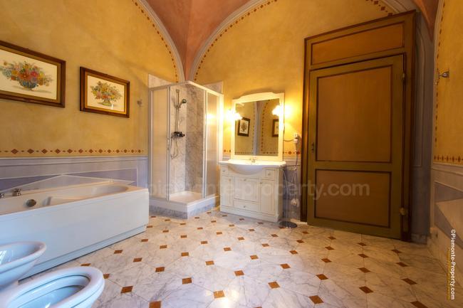 Luxury villa in beautiful position-15