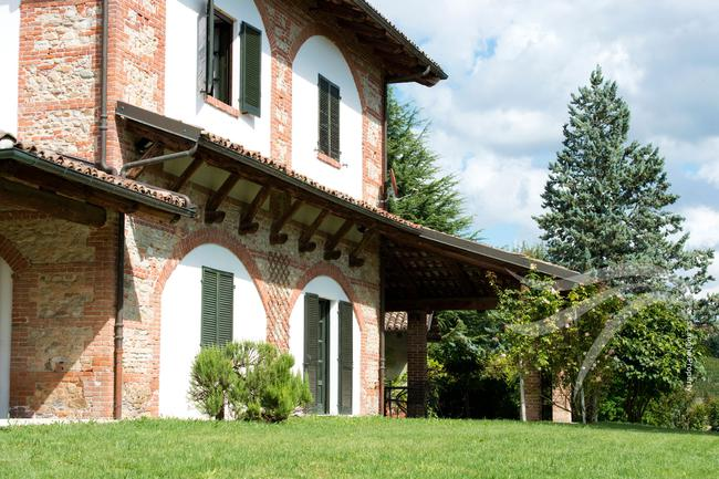 Spectacular restored Langhe farmhouse-4