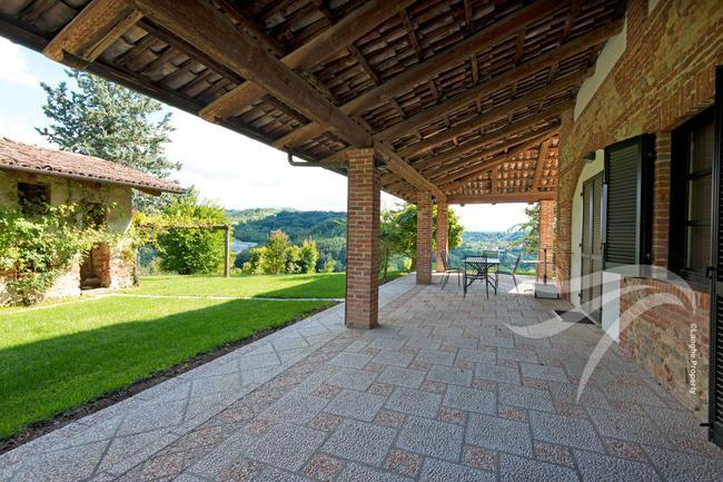 Spectacular restored Langhe farmhouse-8