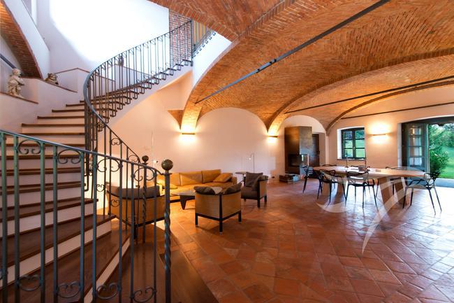 Spectacular restored Langhe farmhouse-14
