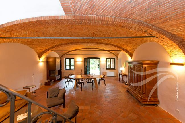 Spectacular restored Langhe farmhouse-15
