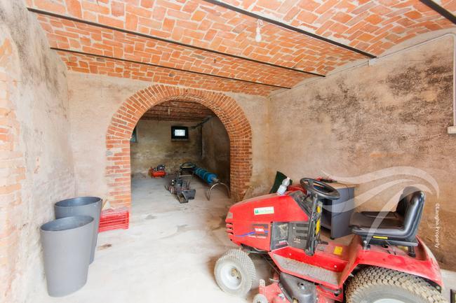 Spectacular restored Langhe farmhouse-33
