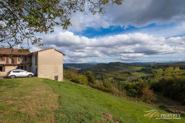 Langhe farmhouse for restoration-3