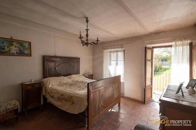 Langhe farmhouse for restoration-10