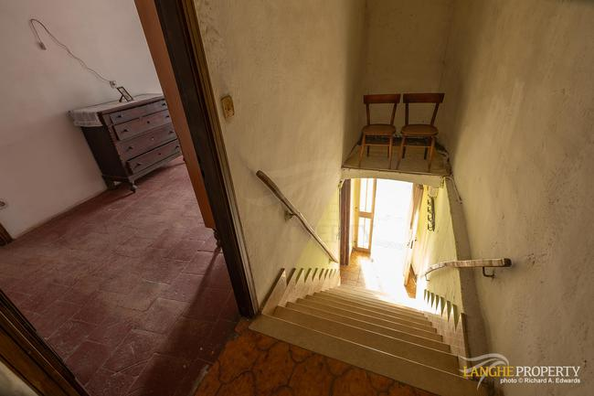 Langhe farmhouse for restoration-13