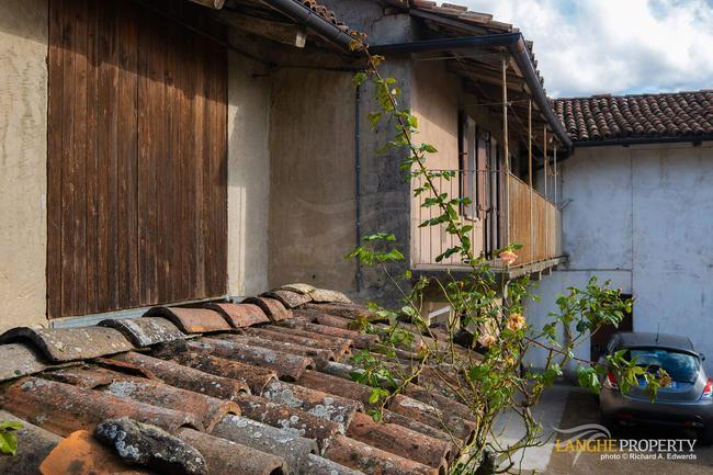 Langhe farmhouse for restoration-17