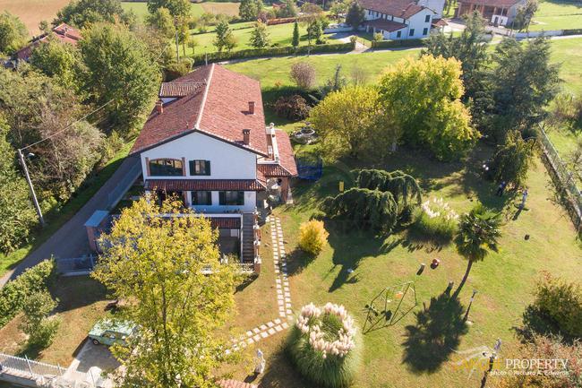 Restored farmhouse in great location-4