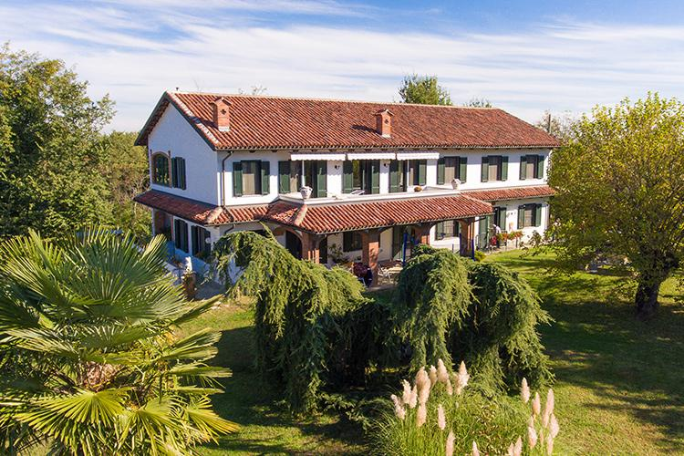 Restored farmhouse in great location