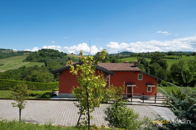 Spacious Langhe home-4