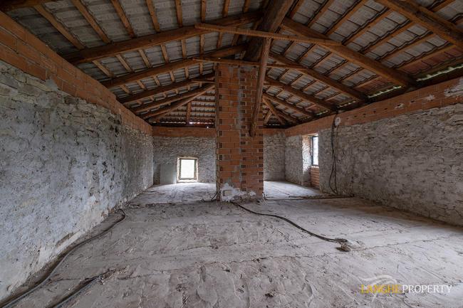 Langhe farmhouse for restoration-15