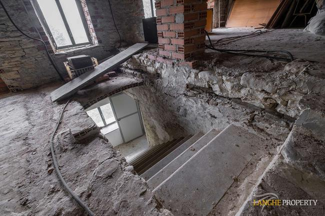 Langhe farmhouse for restoration-16