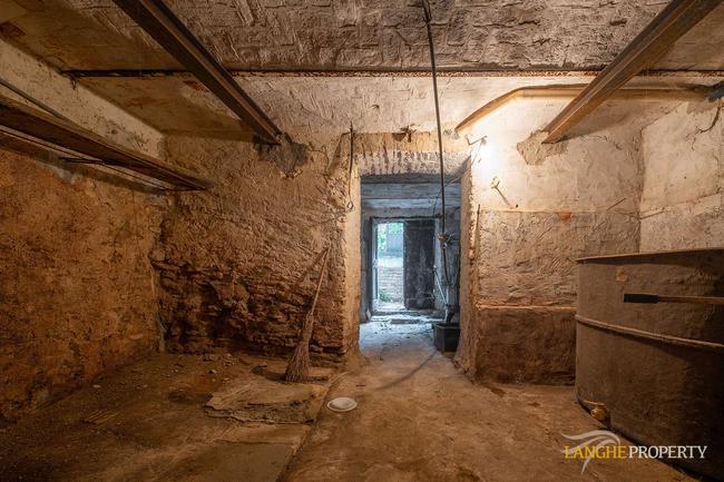 Langhe farmhouse for restoration-18