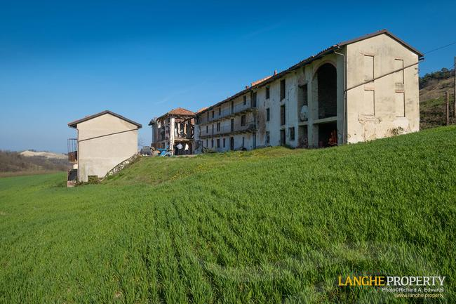 Langhe stone farmhouse for restoration-0