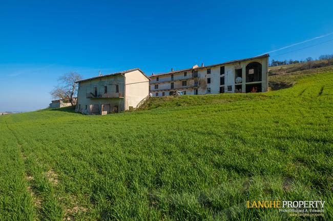Langhe stone farmhouse for restoration-2