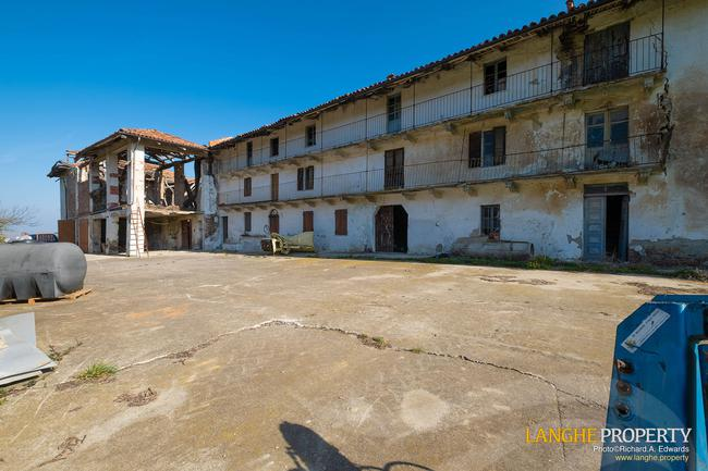 Langhe stone farmhouse for restoration-4