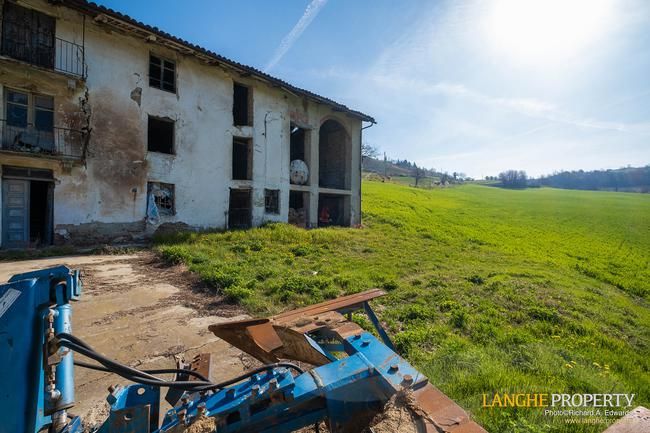 Langhe stone farmhouse for restoration-5