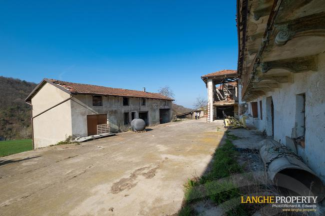 Langhe stone farmhouse for restoration-6