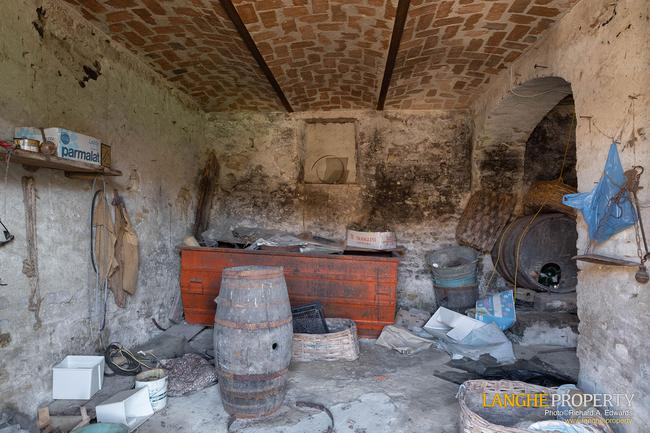 Langhe stone farmhouse for restoration-10