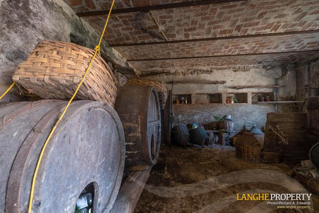 Langhe stone farmhouse for restoration-11