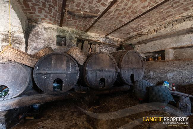 Langhe stone farmhouse for restoration-12